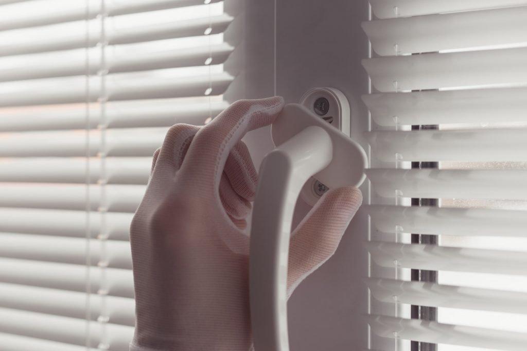 Persianas Pvc blinds Instalar Ventanas PVC instalando nueva manecillas